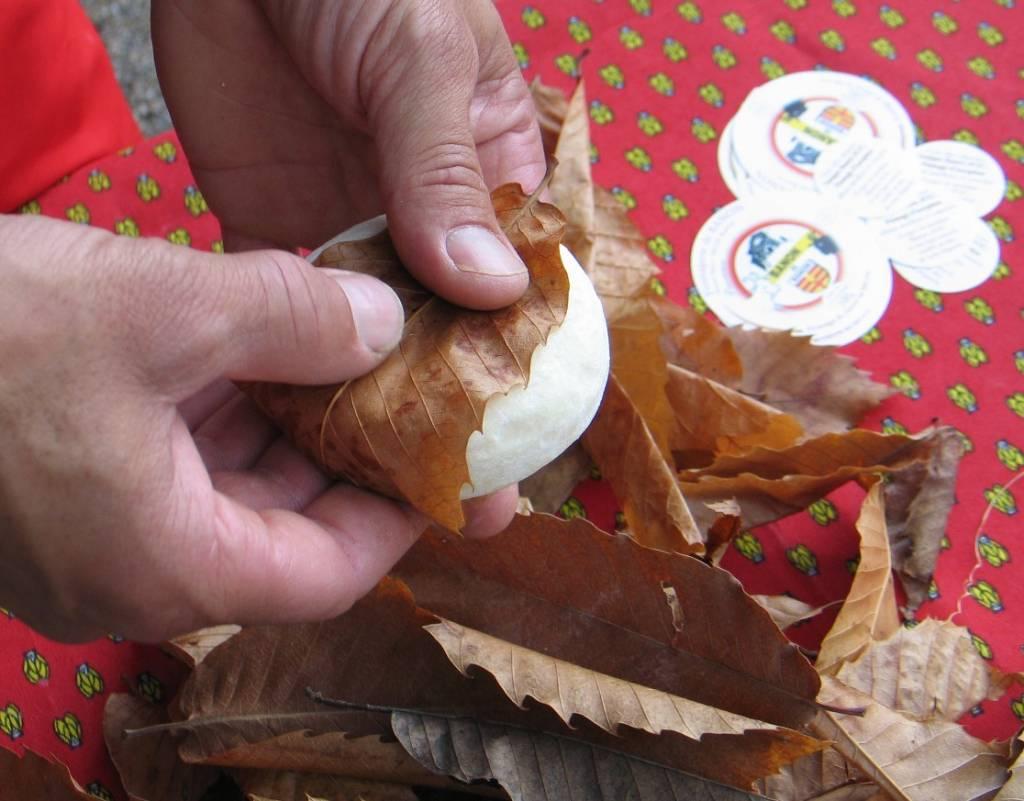 fromage de chèvre banon feuilles de châtaigner