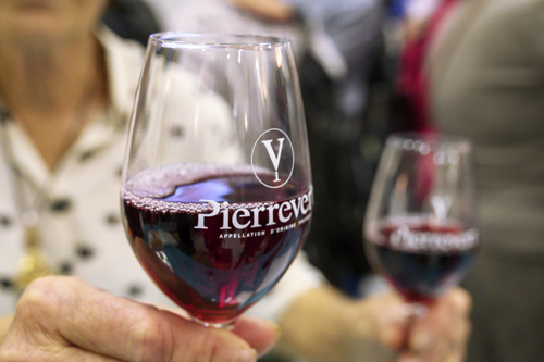 fête du vin primeur 2019 vin primeur rouge verre pierrevert AOP