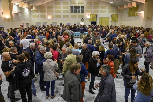 fête du vin primeur 2019 foule dans la salle polyvalente de pierrevert