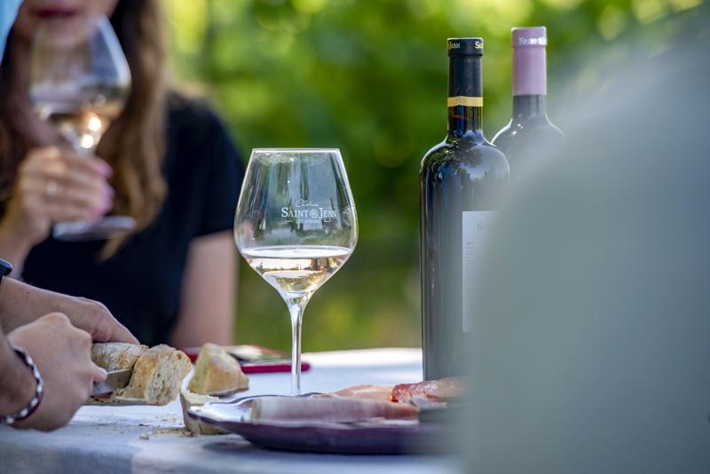 vin blanc château saint jean lez durance apéritif plein air